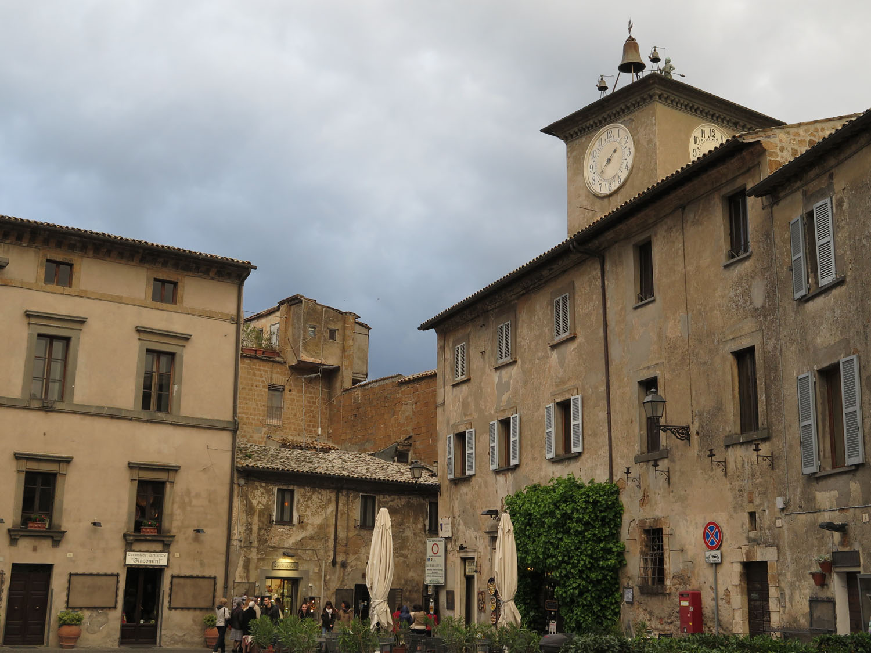 Italy-Orvieto-Street-Scenes-Piazza