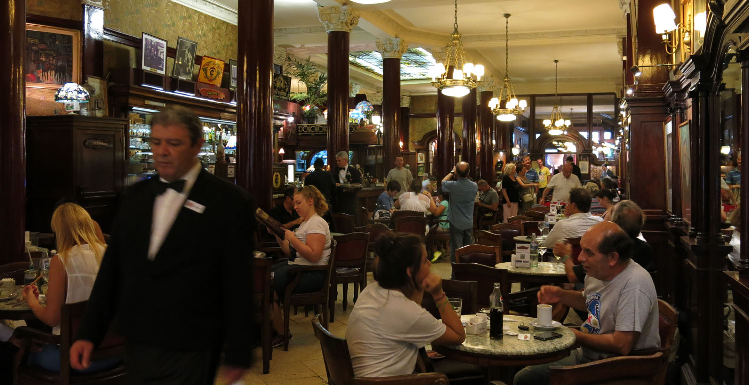 Argentina-Buenos-Aires-Cafe-Tortoni-Tables