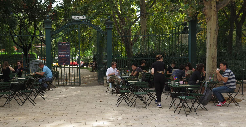 hungary-budapest-street-scenes-karolyi-kert