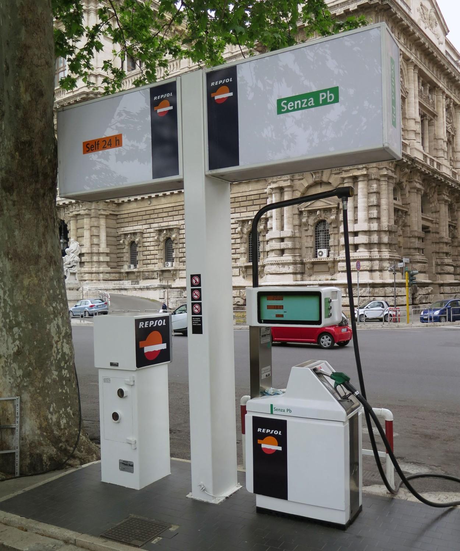 Italy-Rome-Street-Scenes-Gasoline