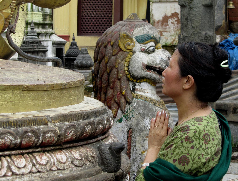 Nepal-Kathmandu-Monkey-Temple-Prayer