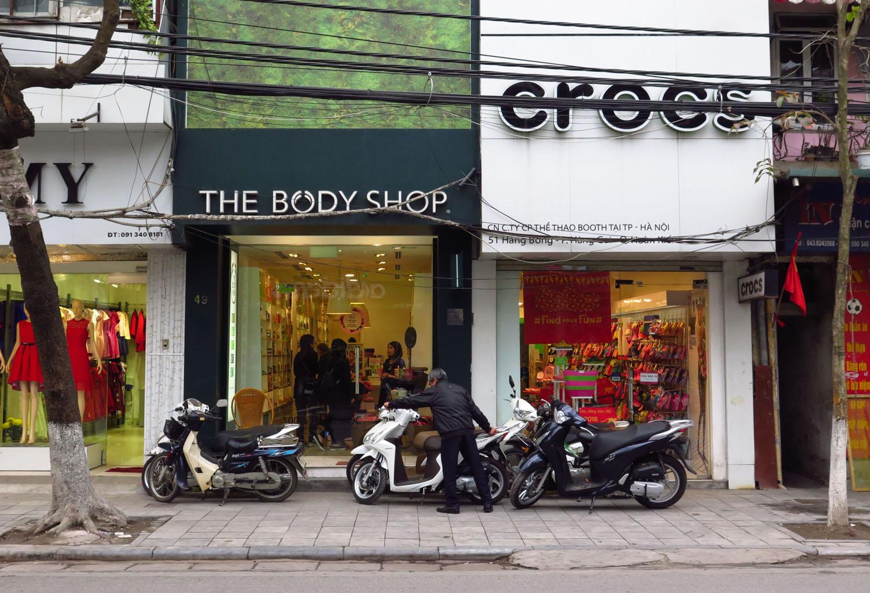 Vietnam-Hanoi-Street-Scenes-Crocs-Shop