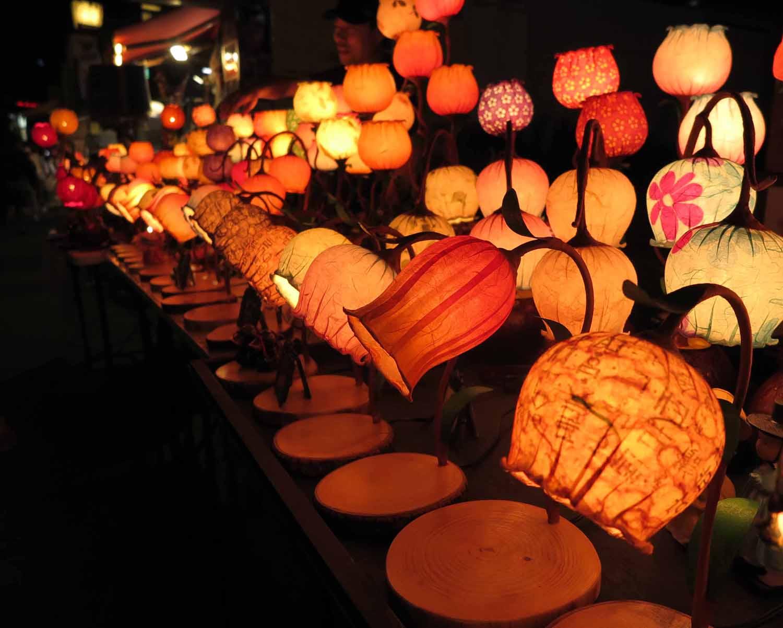 Korea-Seoul-Street-Scenes-Night-Lanterns