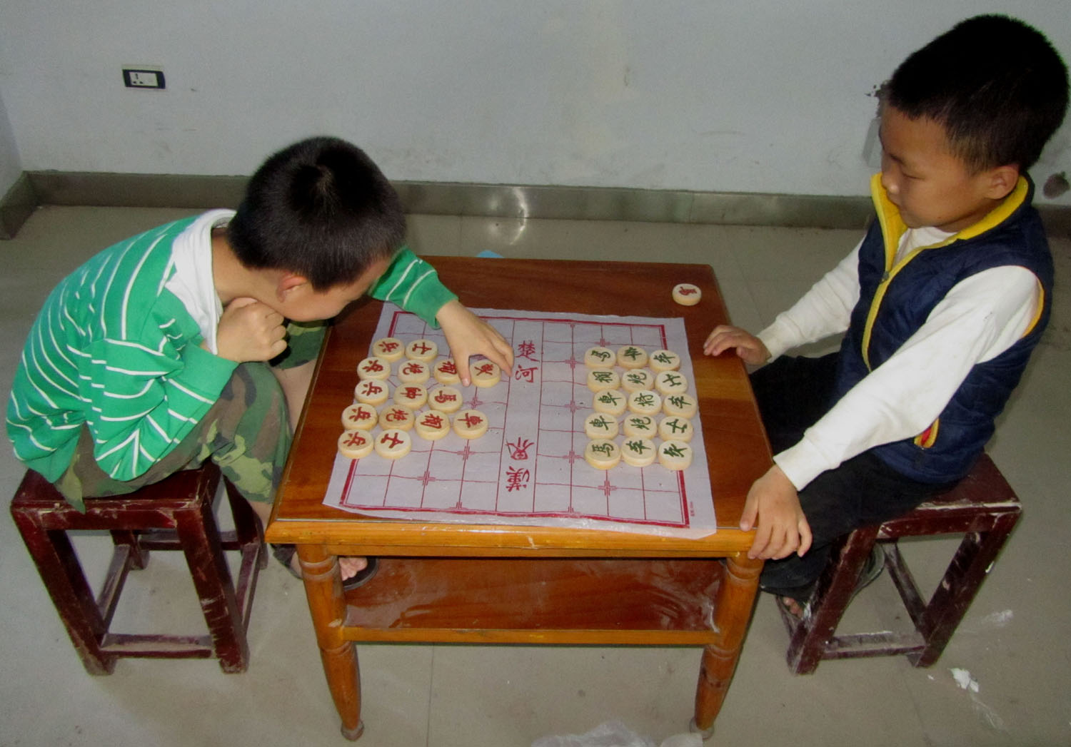 China-Yangtze-River-Land-Excursion-Boys-Chess