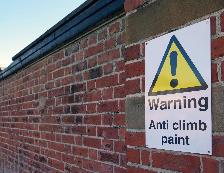Northern-Ireland-Belfast-The-Troubles-Anti-Climb-Paint