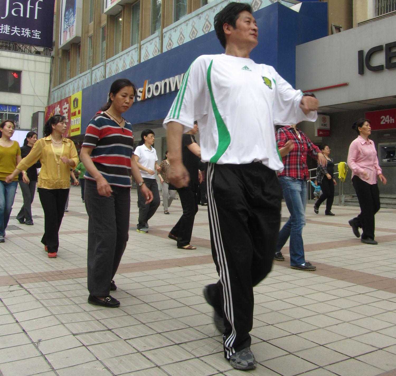 China-Beijing-Street-Scenes-Dancing