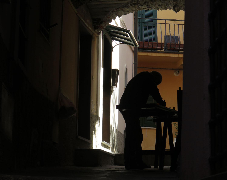 Italy-Cinque-Terre-Street-Scenes-Silhouette