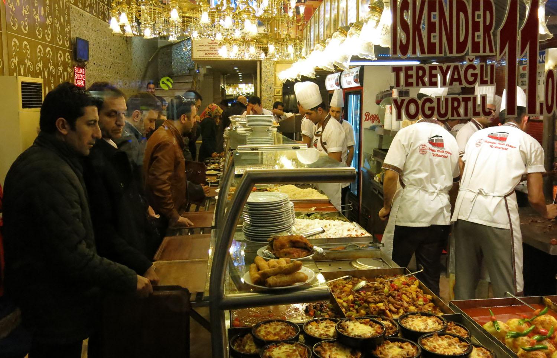 Turkey-Istanbul-Street-Scenes-Istikial-Buffet