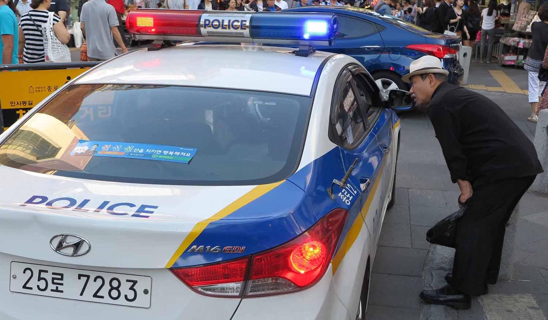 Korea-Seoul-Street-Scenes-Police