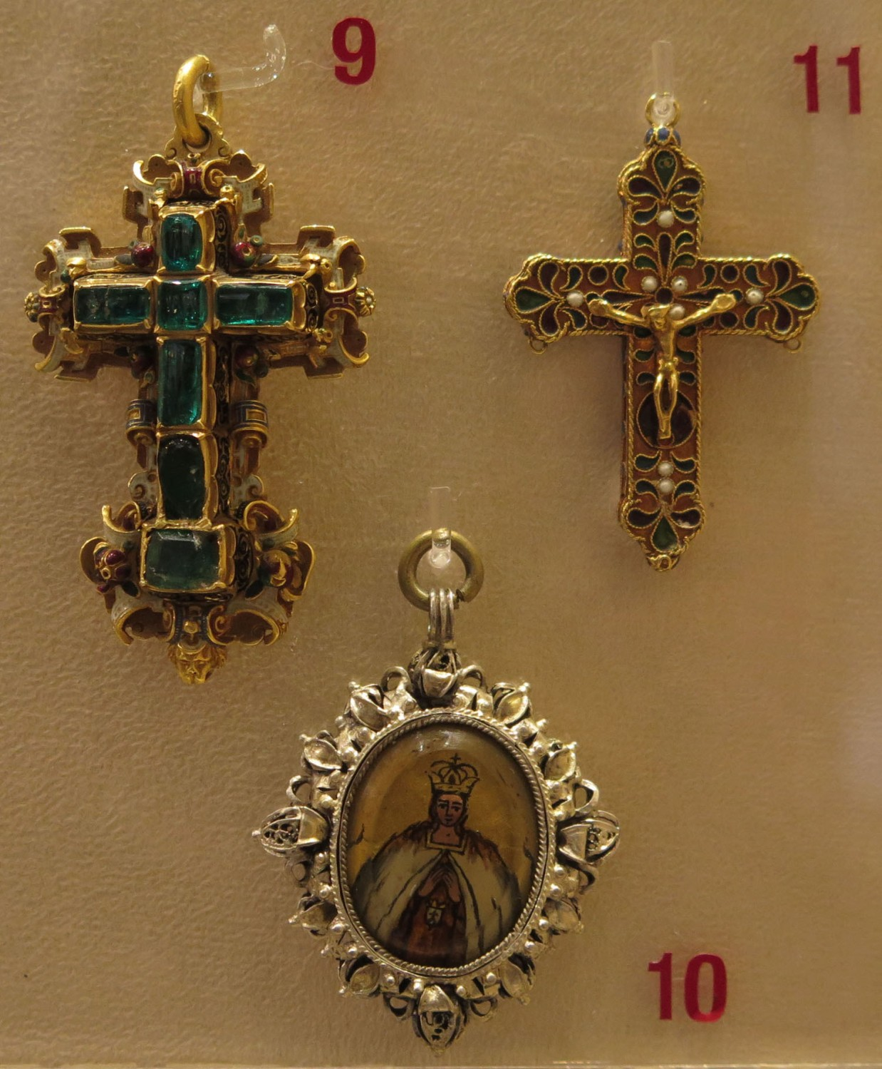 Italy-Rome-Vatican-Museum-Crosses