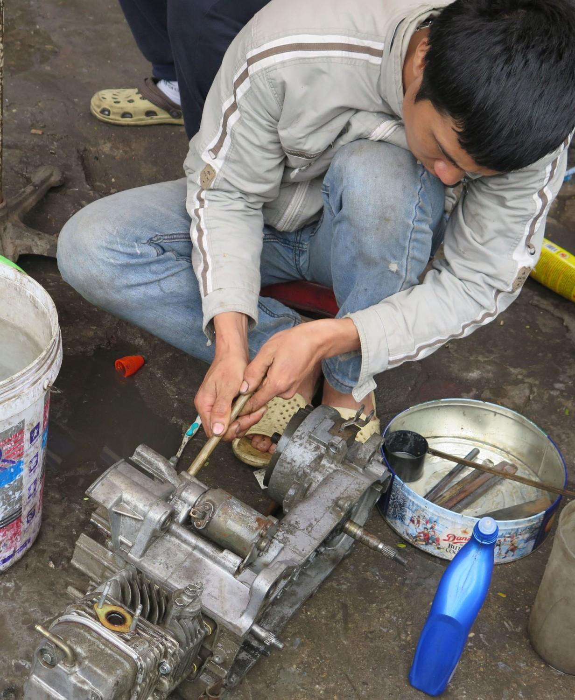 Vietnam-Hanoi-Street-Scenes-Engine-Repair