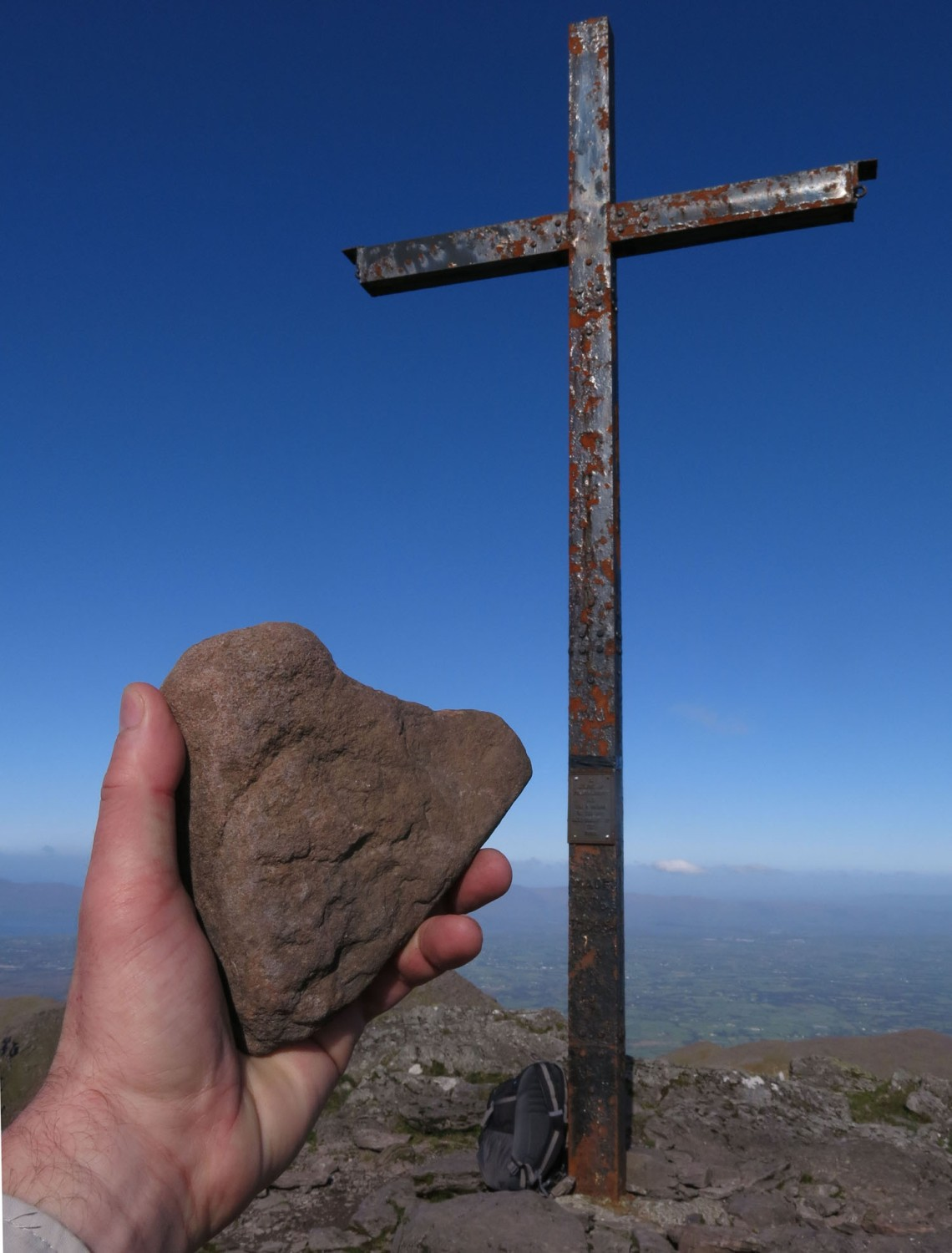 Ireland-Carrauntoohil-Summit-Agnes-Heartstone