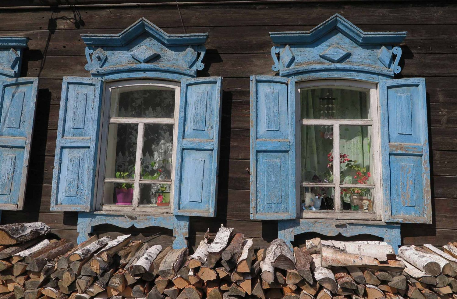 Russia-Trans-Siberian-Railway-Listvyanka-Lake-Baikal-Windows