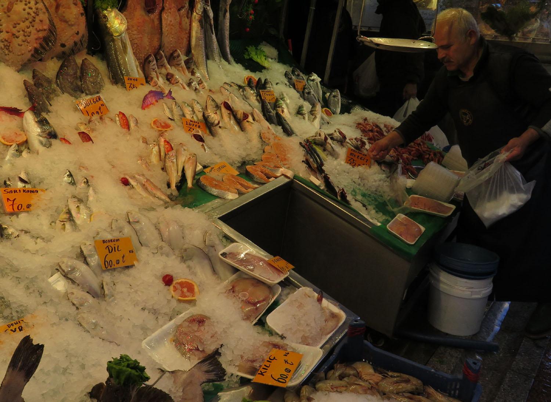 Turkey-Istanbul-Street-Scenes-Fish