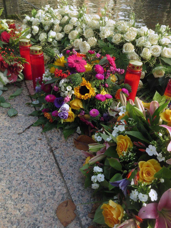 Netherlands-Amsterdam-Homomonument-Flowers