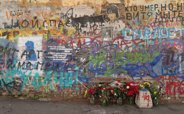 Russia-Moscow-Street-Scenes-Singer-Memorial