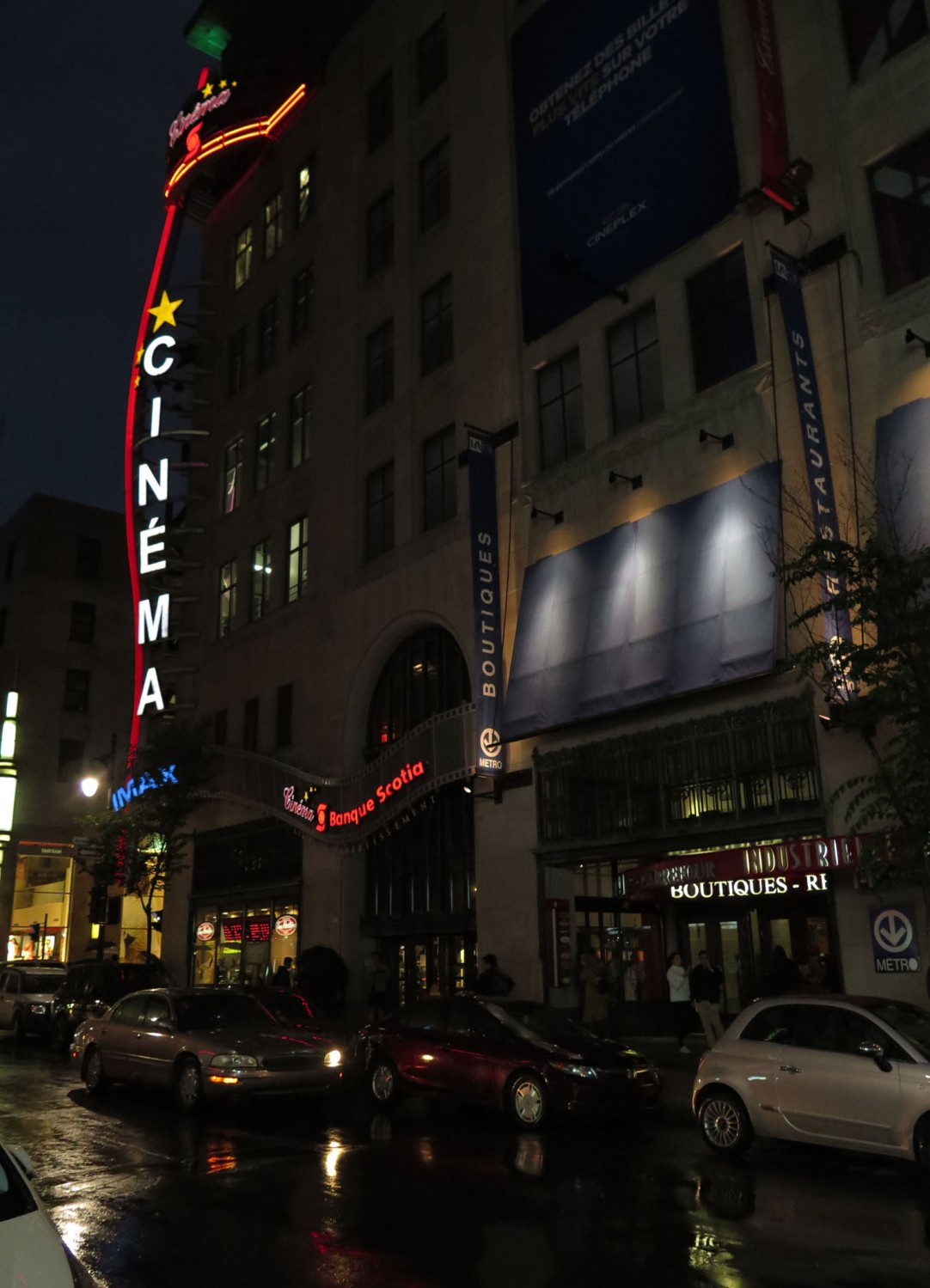 canada-montreal-street-scene-night