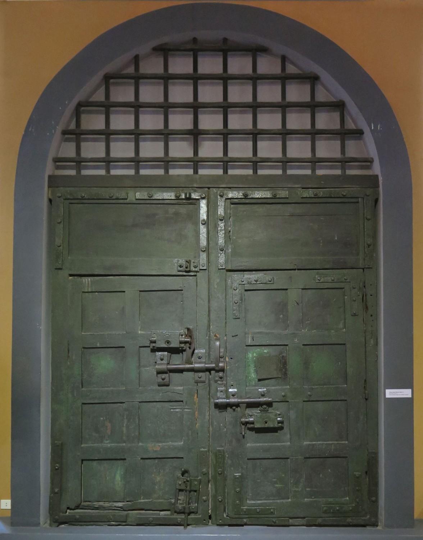 Vietnam-Hanoi-Hoa-Lo-Prison-Original-Door