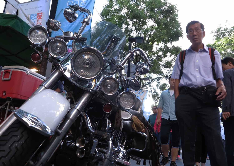 Korea-Seoul-Street-Scenes-Motorcycle
