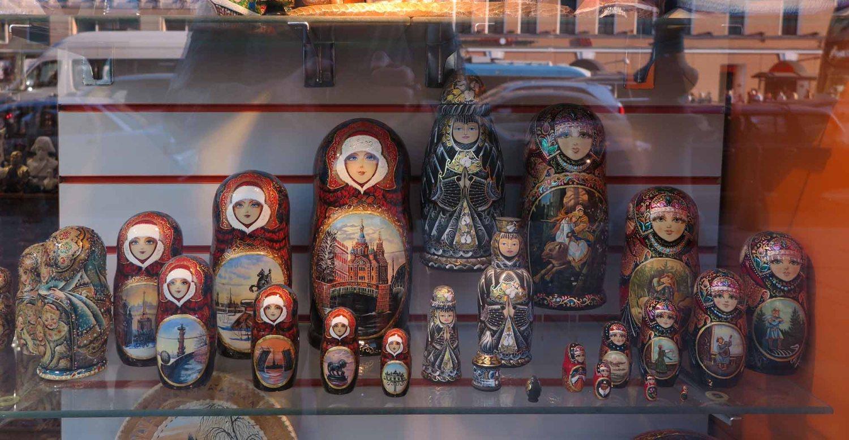 Russia-Saint-Petersburg-Nevsky-Prospekt-Matryoshka-Dolls