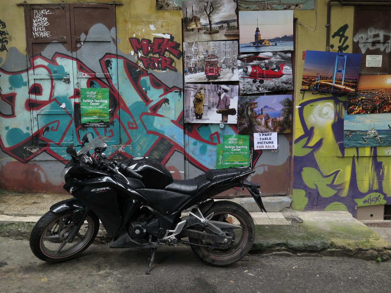 Turkey-Istanbul-Street-Scenes-Graffiti