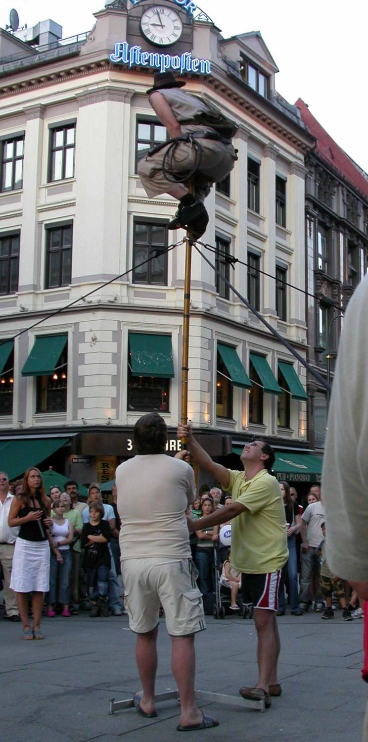 Norway-Olso-Street-Entertainer