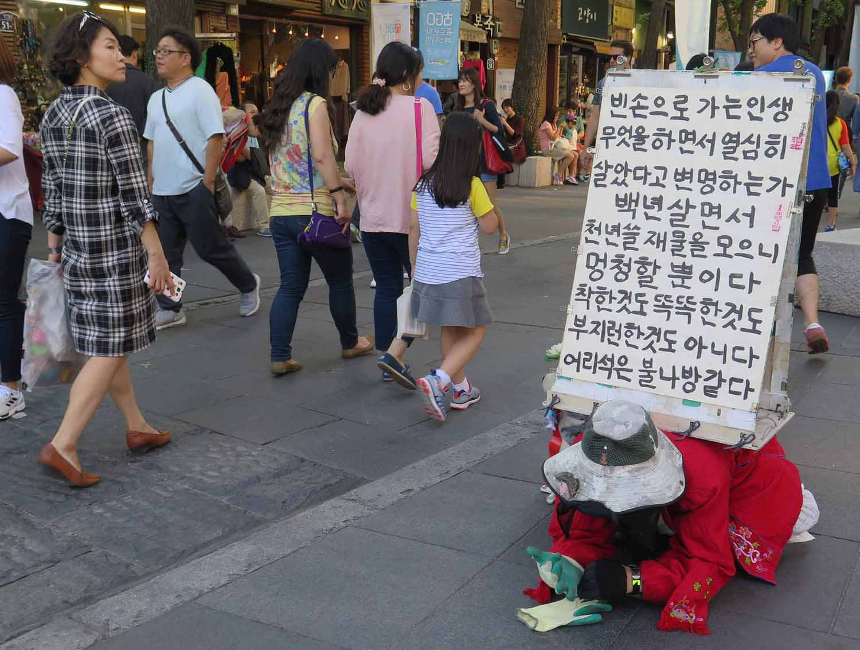Korea-Seoul-Street-Scenes-Free-Expression