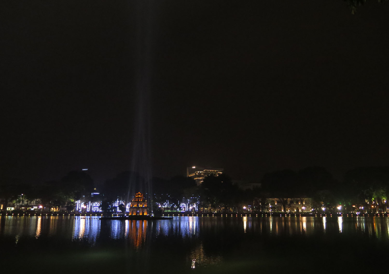 Vietnam-Hanoi-Hoan-Kiem-Lake-Night