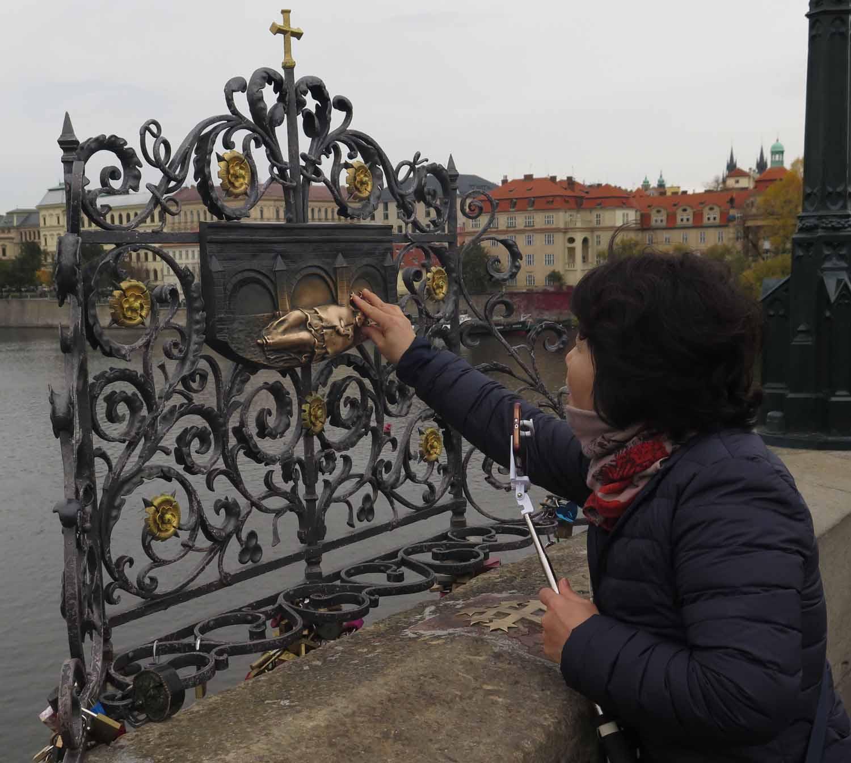 Czech-Republic-Prague-Charles-Bridge-Prayer