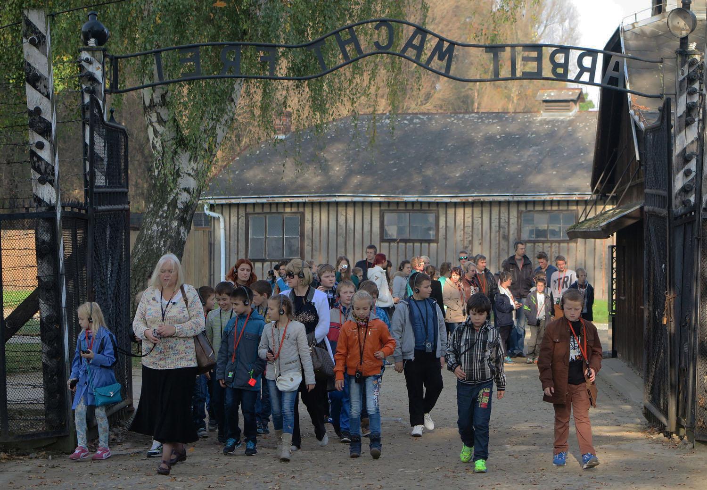Poland-Auschwitz-Arbeit-Macht-Frei-Students