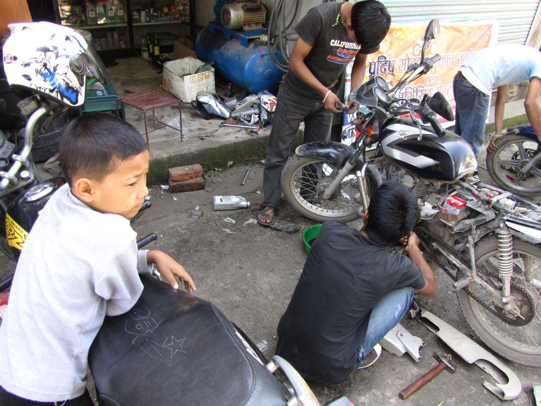 Nepal-Bhaktapur-Mechanics