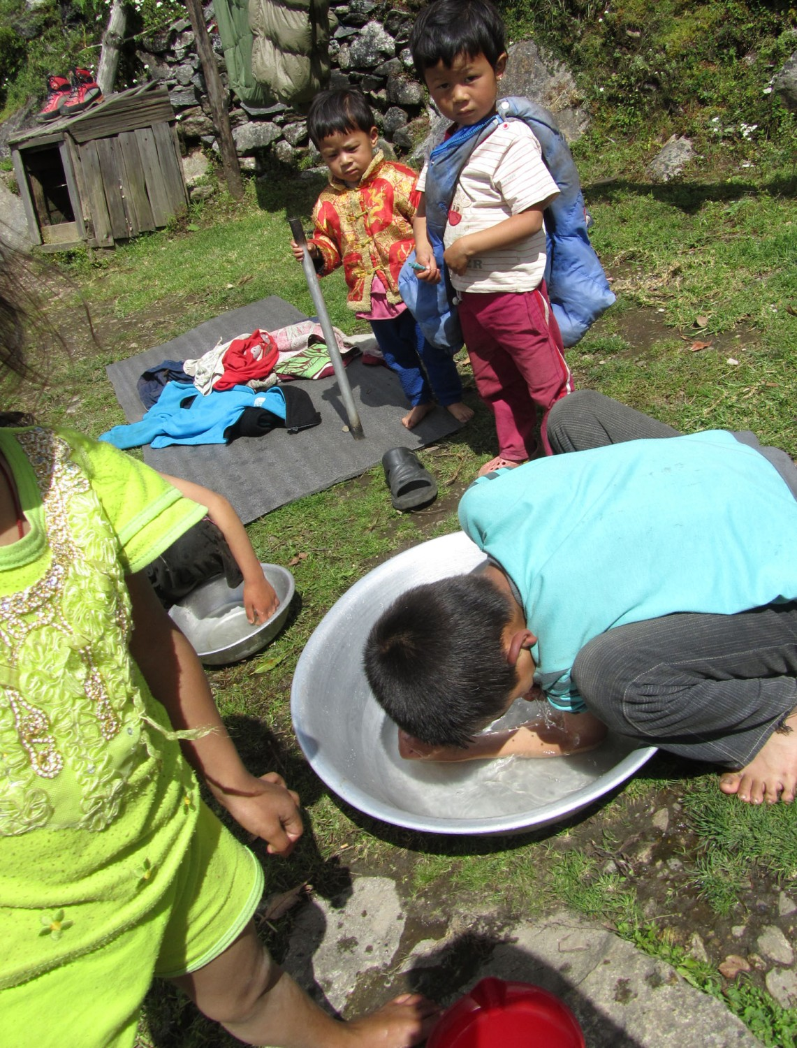 Nepal-Everest-Region-Trek-Day-09-Children-Washing