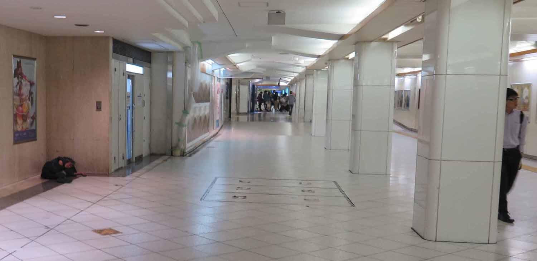 Japan-Tokyo-Street-Scenes-Homeless