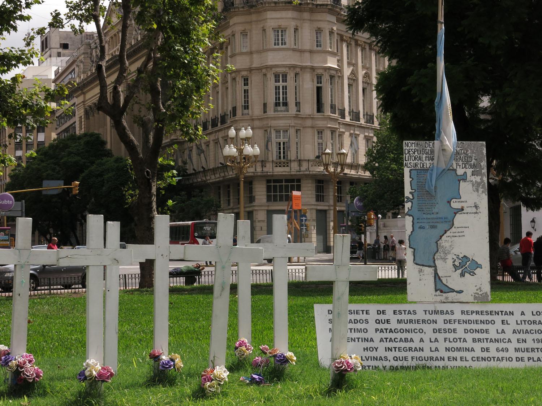 Argentina-Buenos-Aires-Plaza-De-Mayo-Malvinas