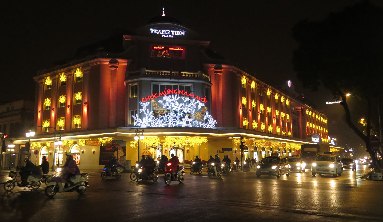 Vietnam-Hanoi-Street-Scenes-Shopping-Mall