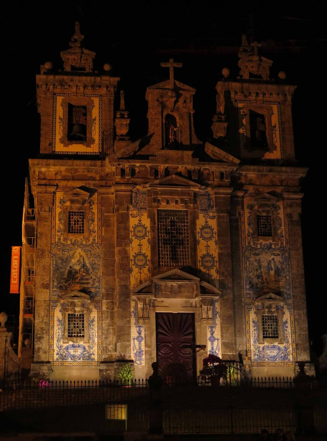portugal-porto-church-at-night