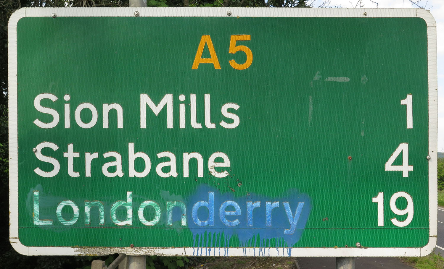 Northern-Ireland-Derry-Londonderry-Road-Sign-In-Northern-Ireland