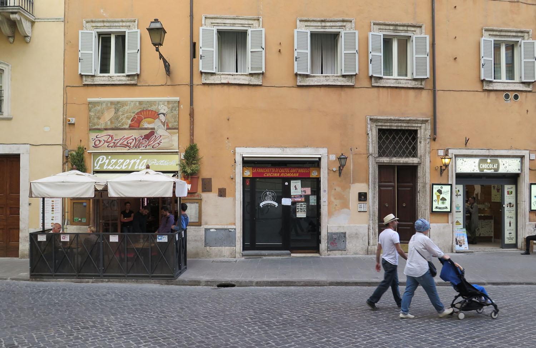 Italy-Rome-Street-Scenes-Pizzeria