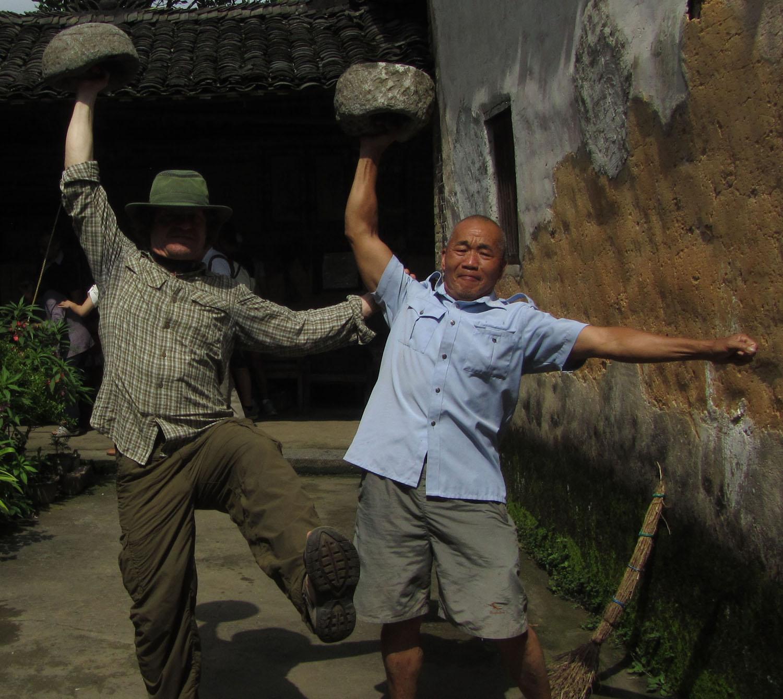 China-Yangshuo-Boulder-Hoisting