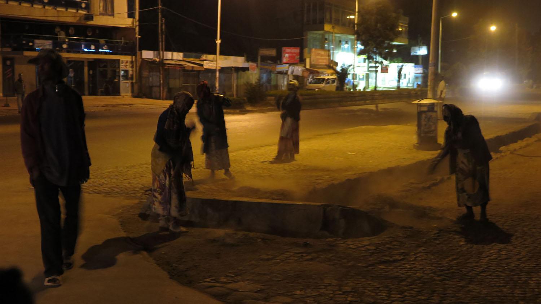 Ethiopia-Addis-Ababa-Street-Scenes-Sweeping