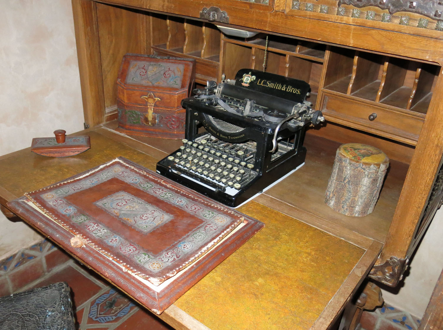Death-Valley-Scottys-Castle-Typewriter