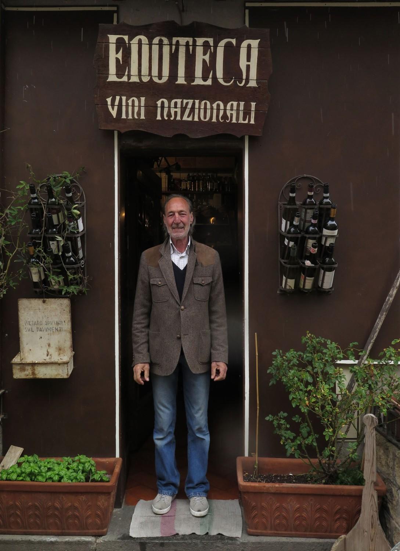 Italy-Orvieto-Street-Scenes-Nice-Man
