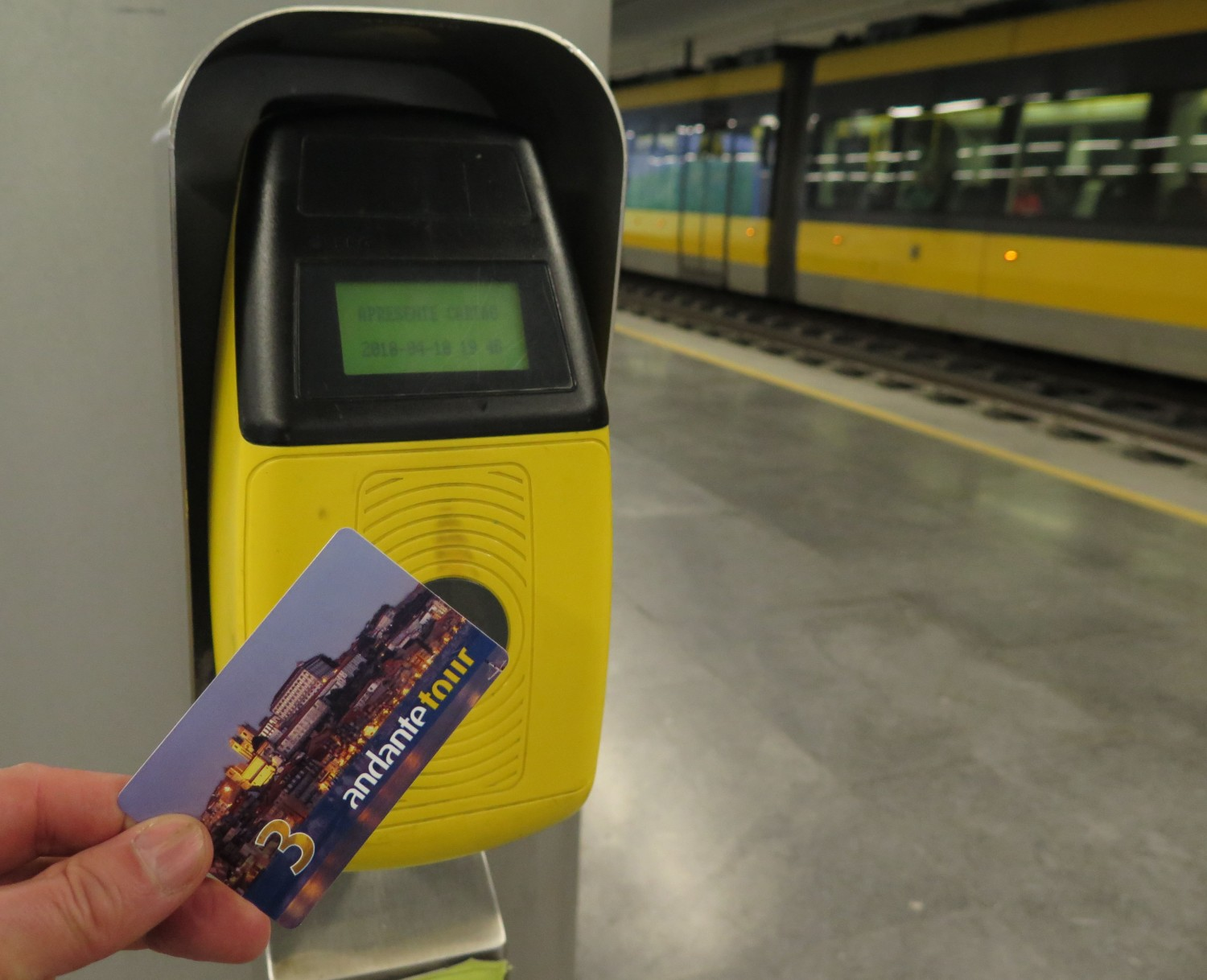 portugal-porto-metro-validate-ticket