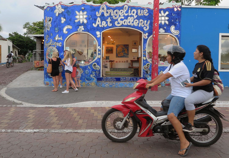 Ecuador-Galapagos-Street-Scenes-Angeliques