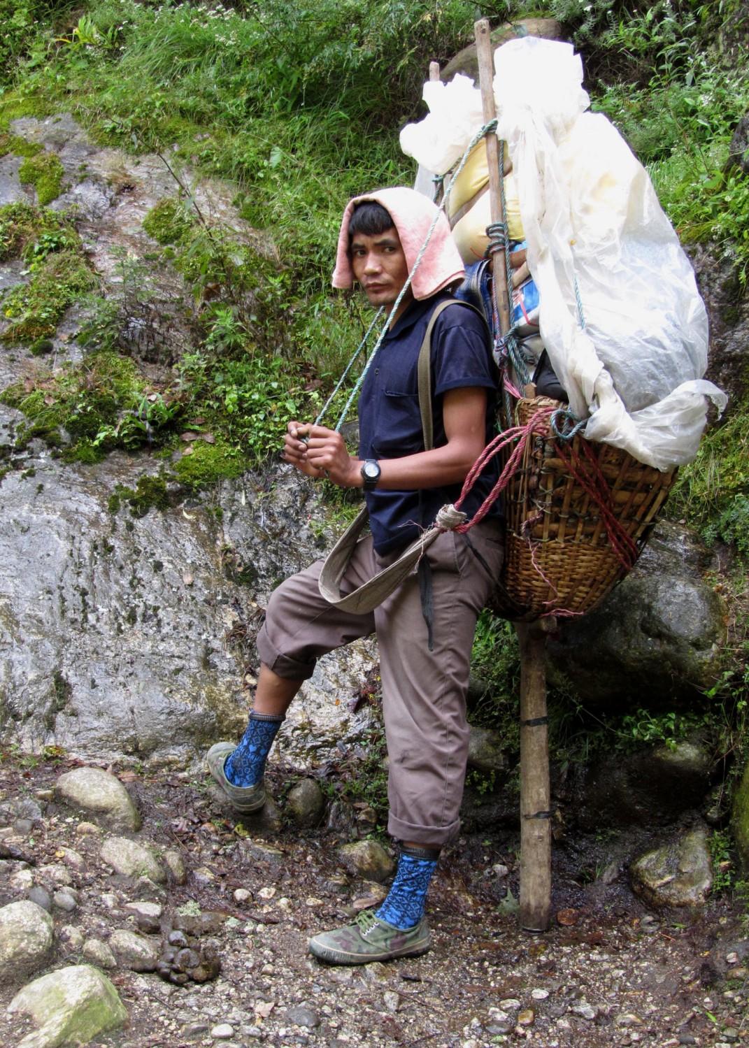Nepal-Everest-Region-Trek-Day-08-Porter-Resting