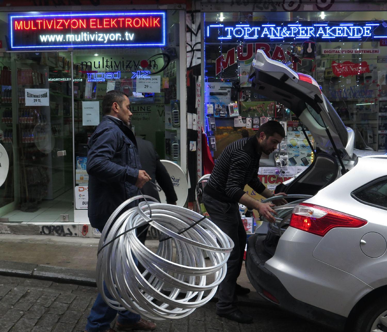 Turkey-Istanbul-Street-Scenes-Working