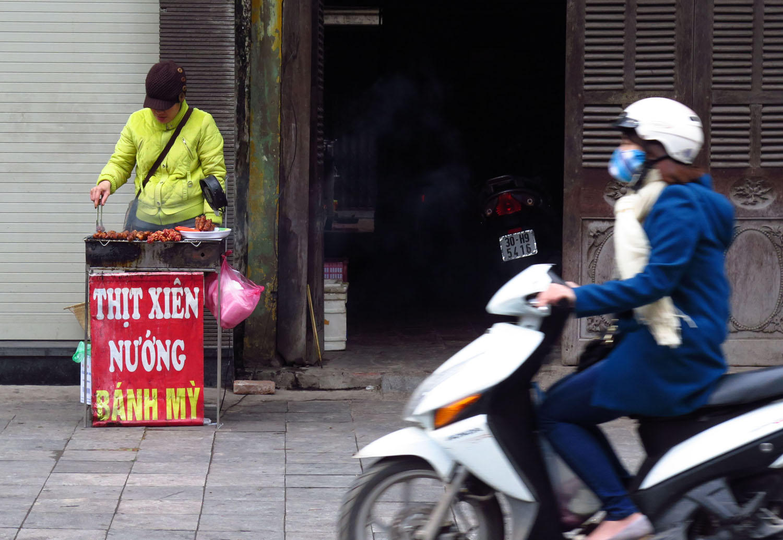 Vietnam-Hanoi-Street-Scenes-Barbeque