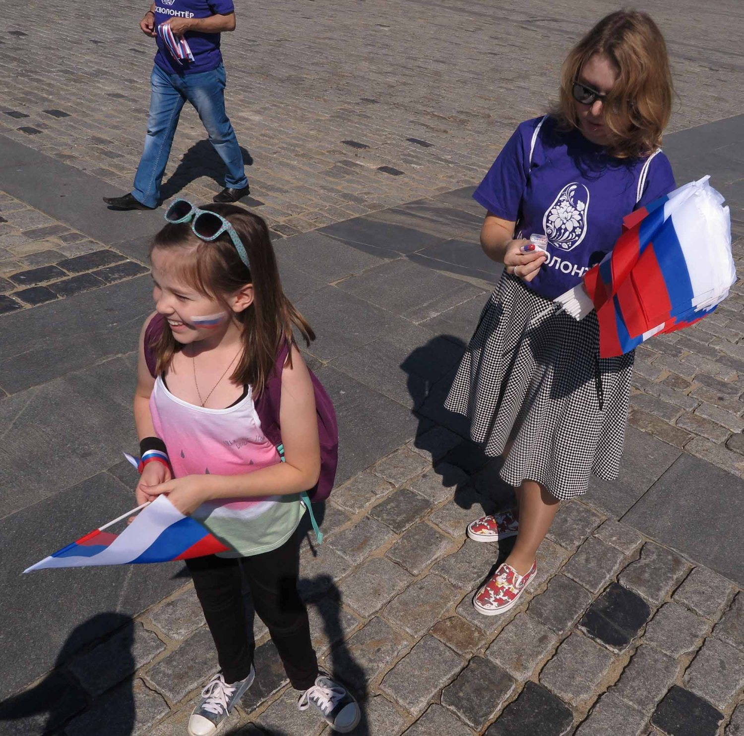 Russia-Moscow-Street-Scenes-Flag-Day