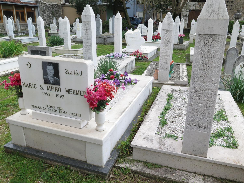 Bosnia-Mostar-Cemetery