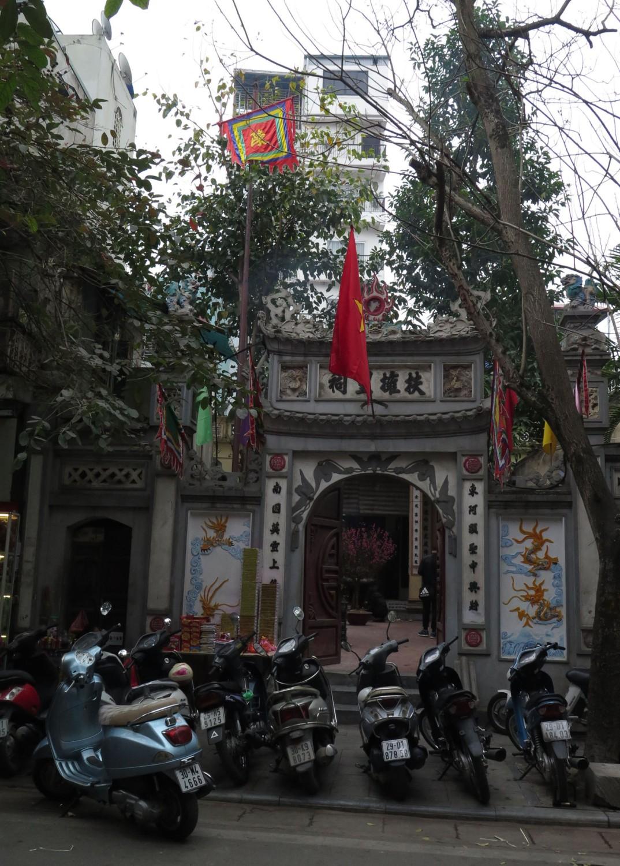 Vietnam-Hanoi-Street-Scenes-Chinese-Temple